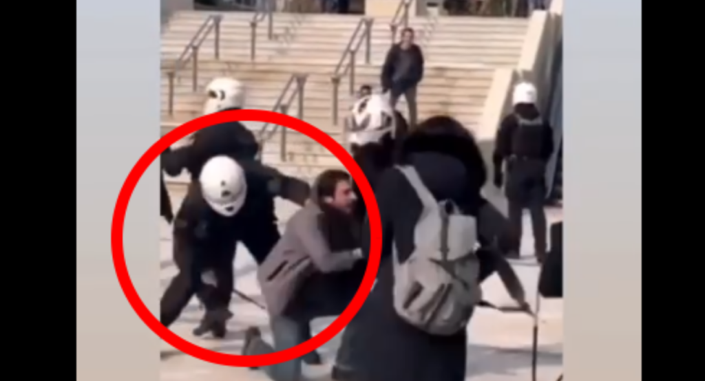 Νέα Σμύρνη: Εικόνες βίας με ξύλο στην πλατεία μέρα μεσημέρι (Videos) - Media